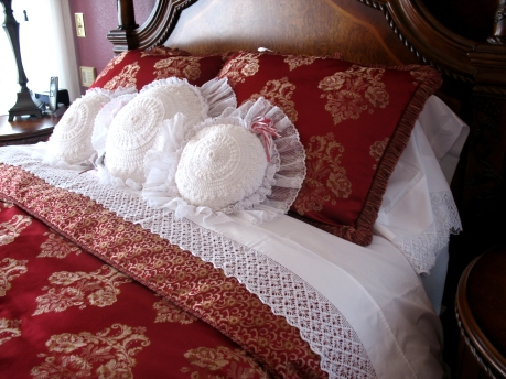 Lillie's pillowcase lace pattern on a sheet set --by Mary Rockwood